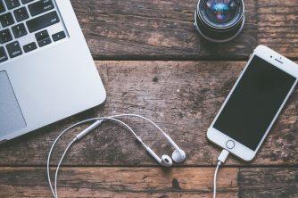 computer-device-earphones-583842
